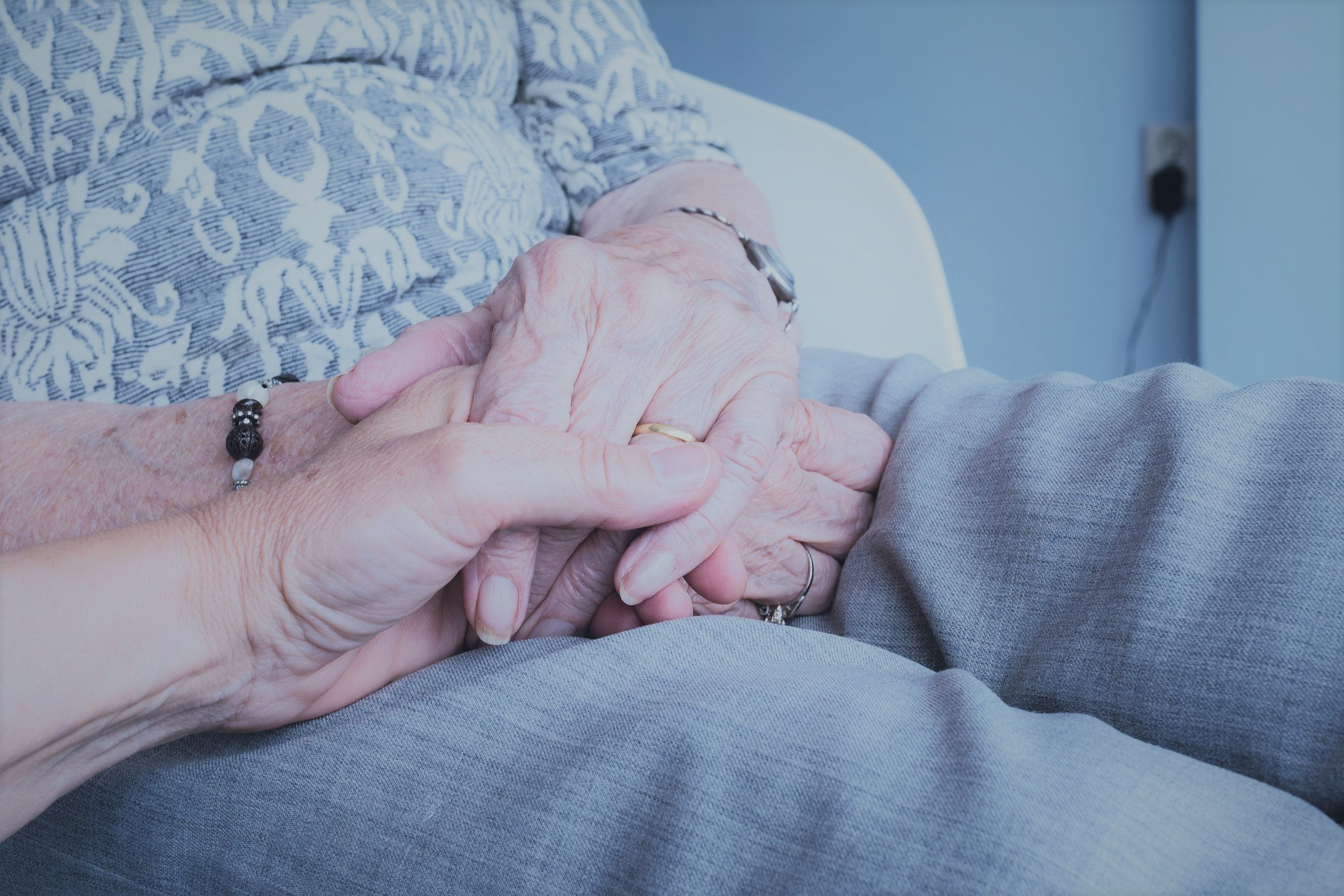 How to keep loved ones with dementia out of hospital during the pandemic